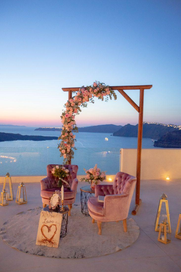 """Venue <a href=""""https://www.wedinspire.com/wedding-venues/santorini/el-viento/"""" target=""""_blank"""" rel=""""noopener noreferrer"""">El Viento</a>"""